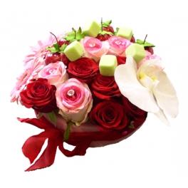 http://fleursetdesign.com/boutique/157-thickbox_choco/gourmandise-florale-bouquet-de-fleurs-original-anniversiare.jpg