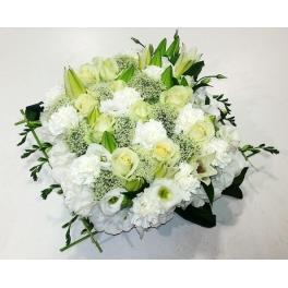 http://fleursetdesign.com/boutique/163-thickbox_choco/carre-deuil-livraison-fleurs-deuil-bouguenais.jpg