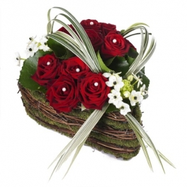 http://fleursetdesign.com/boutique/185-thickbox_choco/coeur-saint-valentin-rose-rouge-livraison-fleurs-nantesbouguenais-rose-rouge-original.jpg