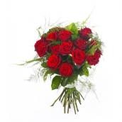 Brassée de 15 roses gros boutons avec feuillages